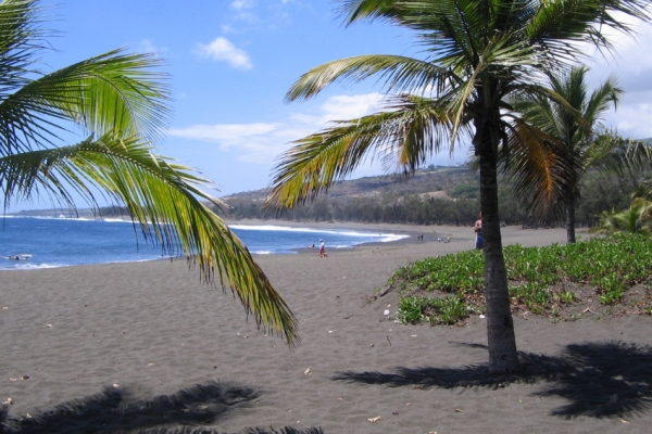 reunion-kalandnyaralas-tura-etang-sale-les-bains-plage-plazs-beach-tengerpart-fekete-homok257BC1D3-D0CC-DD29-5B1B-DDA7A9763F14.jpg