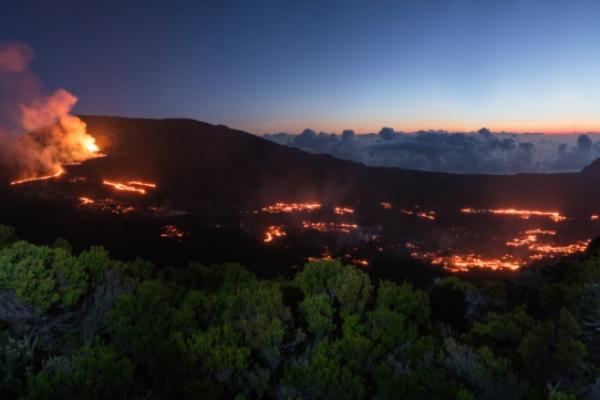 reunion-kalandnyaralas-tura-kitores-lava-piton-de-las-fournaise-eruptionBD17990A-08F6-68E7-C716-32769292B0B4.jpg