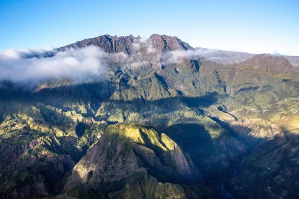 reunion-kalandnyaralas-tura-piton-des-neiges-hegyek-kaldera-mafate-panorama45EEEE5E-A469-BD9B-D634-0585E0865C34.jpg