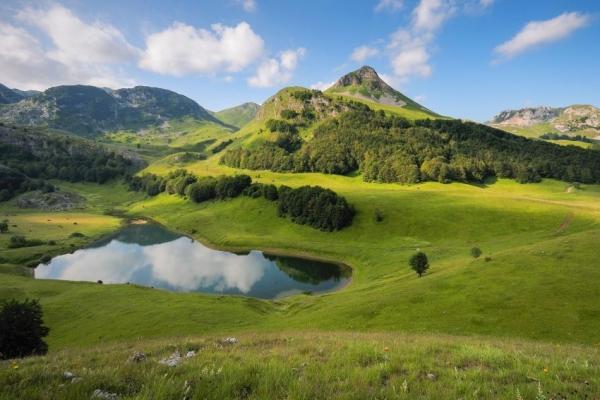 wikimedia-org-orlova-ko-jezero-zelengora-nacionalni-park-sutjeska4B0EFB73-49DD-4725-77C1-3882B3103008.jpg