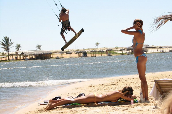 hot-kite-babe-5A5E56A85-7857-2415-A00B-F4B59D7003AC.jpg