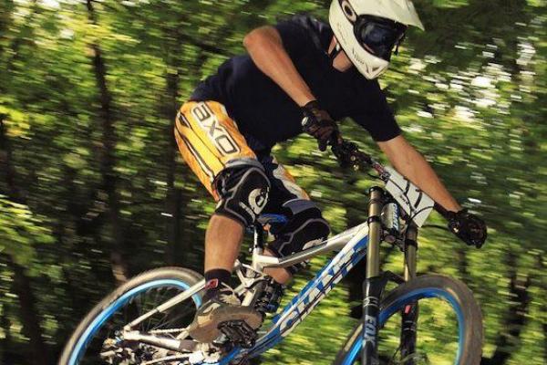 makase-racing-team-downhill-dirt-13287652E-3521-0D1A-61C3-04F73E1A392A.jpg