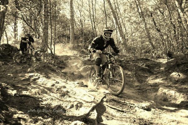 makase-racing-team-downhill-dirt-2C24C81CB-28EA-7C59-9144-0E135CA51A54.jpg