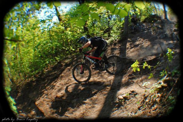 makase-racing-team-downhill-dirt-57BC21E16-68B3-BE7D-5551-2E24E7314074.jpg