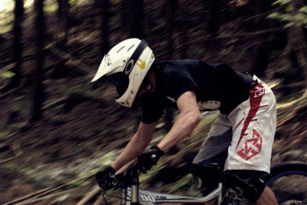 makase-racing-team-downhill-dirt-6474882C1-4524-DF08-7B24-CFB8929A24B1.jpg