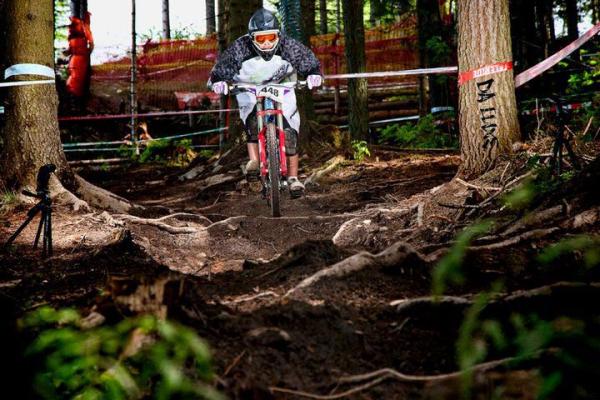 makase-racing-team-downhill-dirt-76708B423-3223-0137-0830-65651B8FDF69.jpg