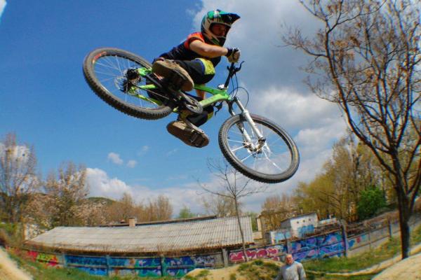 makase-racing-team-downhill-dirt-927B628A15-681D-BF72-264C-D7945DB69A9C.jpg