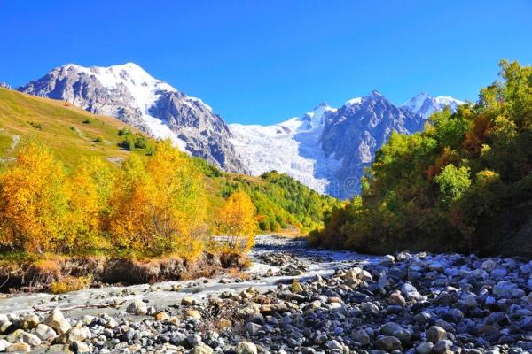 gruzia-kaukazus-tura-trekking-492FBE2FE6-A718-223D-86DF-0470D6F10A60.jpg