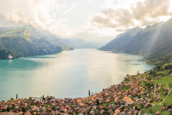 svajc-trekking-tura-brienzersee-ultra-eiger-monch-jungfrau14BDD1F0-6C9C-7CD9-67A8-C46079074820.jpg